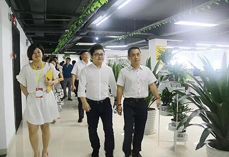 市商务局携江西财大同学会走访团贷网